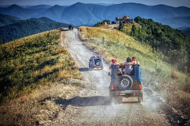 Экскурсии джипами по горах